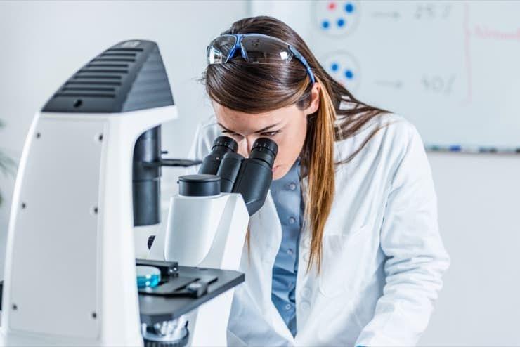 Желточный перитонит - опасное заболевание молодых кур: своевременное применение лекарственных средств способно лишь в некоторых случаях замедлить болезнь