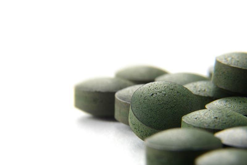 pure-organic-spirulina-tablets-over-white-hev6ukr.jpg