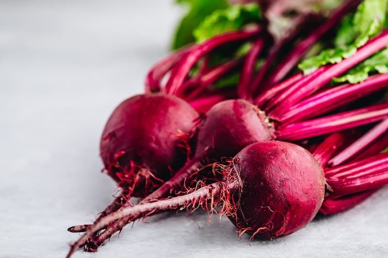 bunch-of-fresh-raw-organic-beets-with-leaves-gkah28j.jpg