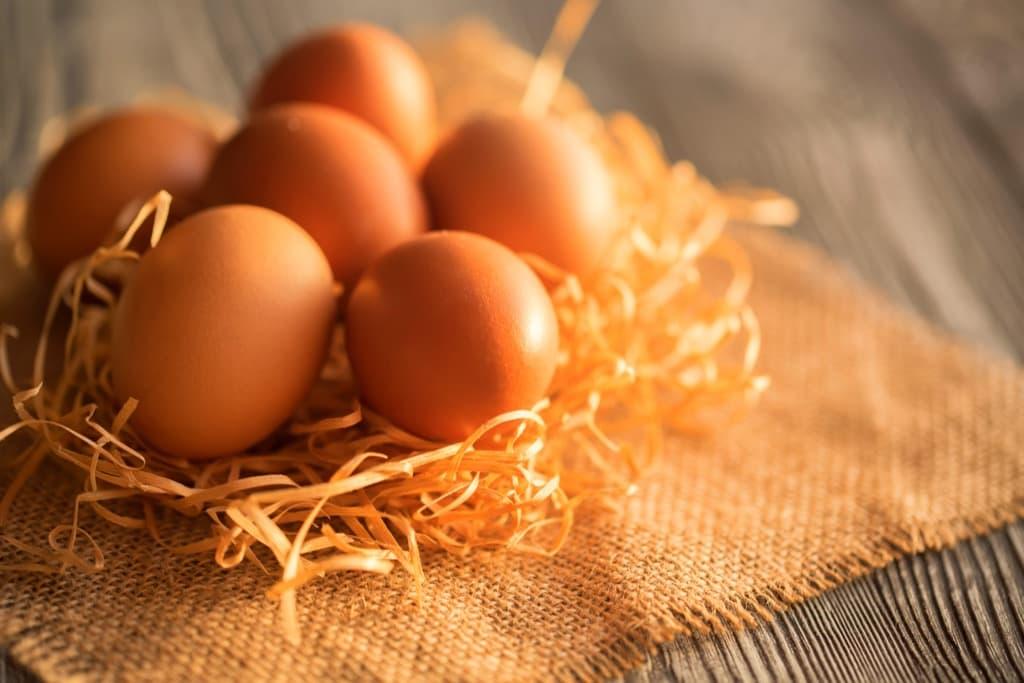 fresh-farm-brown-eggs-on-rustic-background-xsd2mzf.jpg