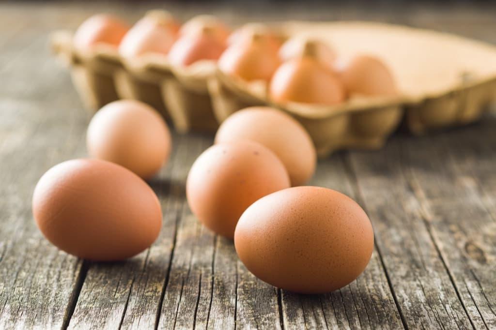 Почему яйцо внутри красное
