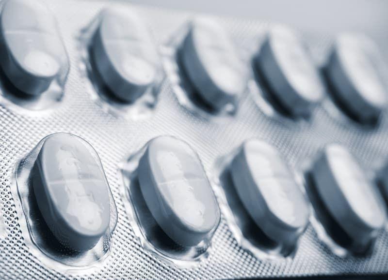 white-pills-in-a-blister-conceptual-image-m58l9sx.jpg